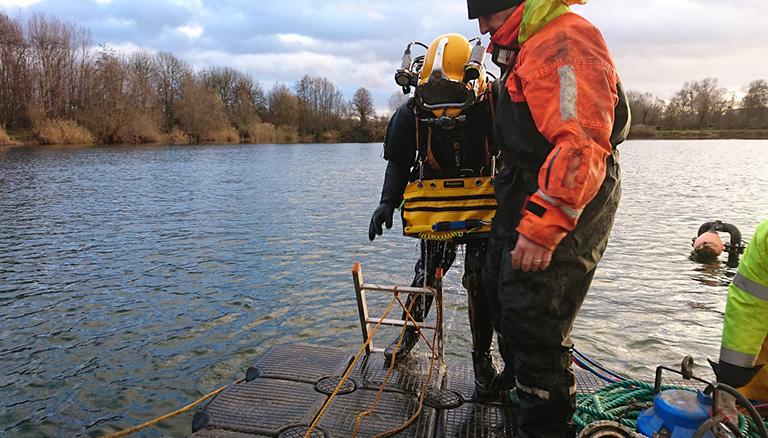 Ponton für Arbeiten im Wasserbau